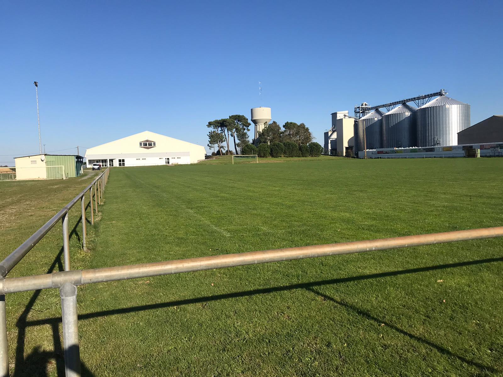 - Deux terrains de Footbal